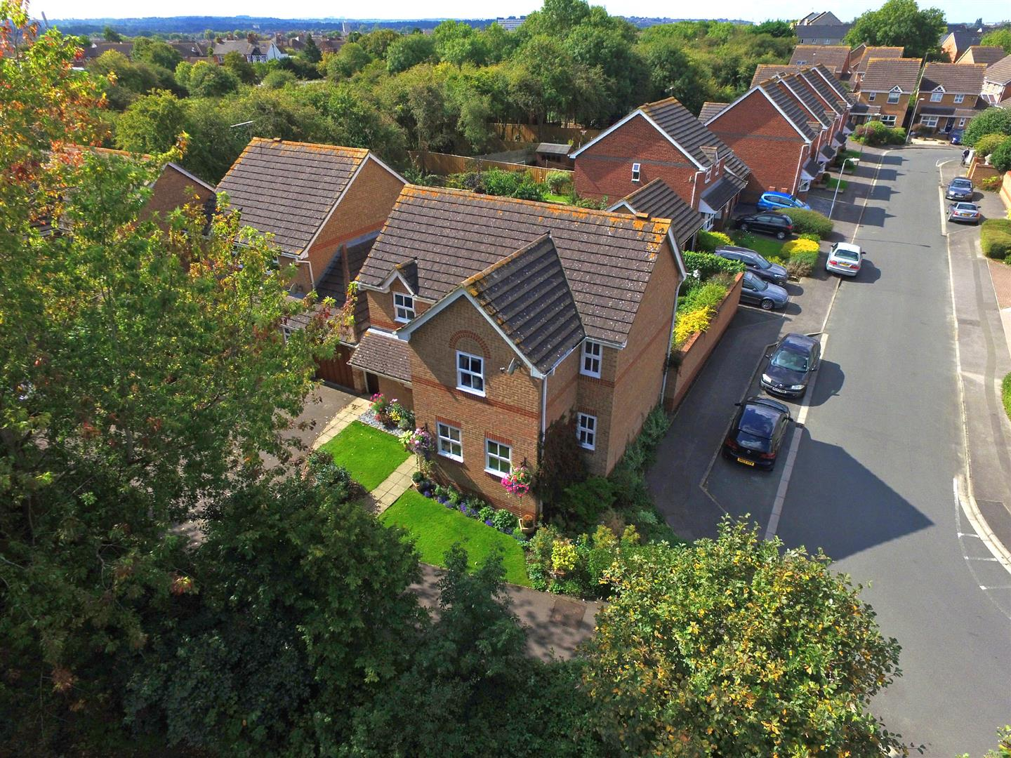 4 Bedrooms Detached House for sale in Hatherall Close, Stratton St. Margaret